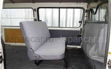Микроавтобус TOYOTA HIACE 2004 года во Владивостоке
