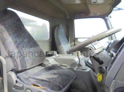 Фургон Fuso FIGHTER 2004 года во Владивостоке
