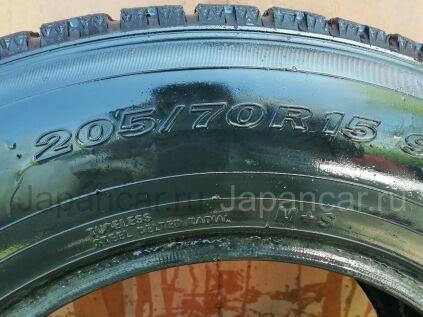 Зимние шины Yokohama 205/70 15 дюймов б/у во Владивостоке
