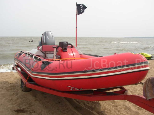 лодка пластиковая ZODIAC 2000 года
