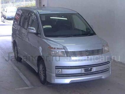 Toyota Voxy 2001 года во Владивостоке
