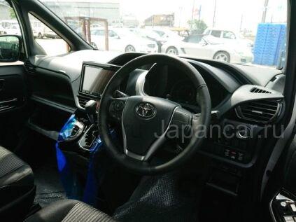 Toyota Voxy 2020 года во Владивостоке