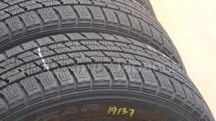 Зимние шины Goodyear 175/65 14 дюймов б/у в Хабаровске