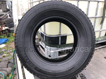 Зимние шины Bridgestone 215/70 15 дюймов б/у во Владивостоке