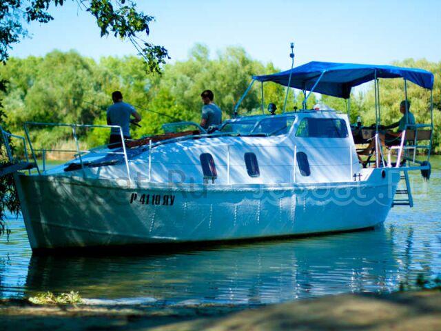 яхта моторная 2008 года
